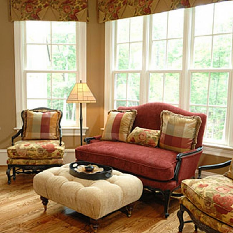 traditional-style-furniture-with-red-sofa-and-flower-motive-with-standing-lamp-also-unique-table-also-wooden-flooring-tile-1055x1055