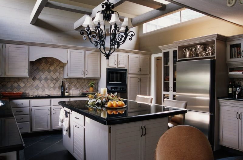 modern-kitchen-design-white-kitchen-cabinet-ideas-tile-kitchen-backsplash-decorated-among-traditional-ceiling-light-style